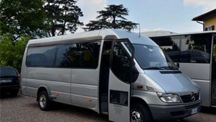 16 seater Bus